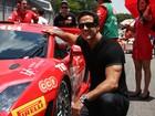 Carlos Machado vai a corrida de carros em São Paulo