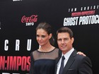 Katie Holmes acompanha Tom Cruise em premire
