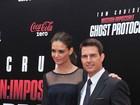 Katie Holmes acompanha Tom Cruise em première