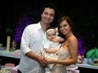 Marco Luque comemora um ano da filha