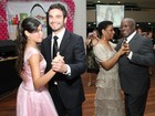 Sidney Sampaio vira prncipe em festa de debutantes no Rio