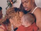 Mariah Carey paparica o filho em novo clipe