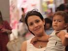 Juliana Knust vai com o filho ao shopping