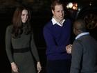 Às vésperas do Natal, príncipe William e Kate visitam instituição beneficente