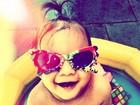 Fofura! Ex-BBB Max Porto posta foto de filha de óculos-escuros no Twitter