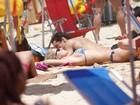 Fiorella Mattheis e Flávio Canto curtem dia de praia no Rio