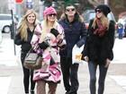 Paris Hilton bate perna com os irmãos nos Estados Unidos