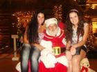 Solange Gomes e a filha posam com Papai Noel