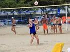 Marcelo Serrado e Fred, do Fluminense, jogam futevôlei na praia