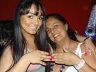 Mulher Melancia dá anel de ouro para a mãe no Natal