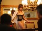 De lingerie, Ellen Jabour mostra sensualidade em fotos para revista