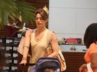 Letícia Spiller faz compras em shopping do Rio