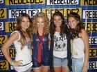 Lua Blanco recebe carinho das irmãs em show no Rio