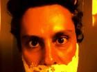Alexandre Nero se prepara para o réveillon e faz 'última barba do ano'