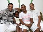 Agnaldo Timóteo reúne a família e já aguarda a chegada de 2012