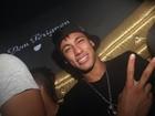 Quanta disposição! Neymar chega às 4h em balada no segundo dia do ano