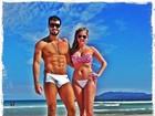 Bárbara Evans e namorado vão a praia em Cabo Frio: 'Eu e meu amor'