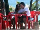 Quitéria Chagas passeia com o noivo italiano na orla do Rio