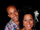 Ex-BBB Janaina do Mar exibe aliança de noivado