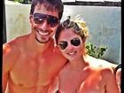 De biquíni, Bárbara Evans curte praia com o namorado Lucas