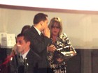 Zilú visita a filha Wanessa e o neto José Marcus na maternidade