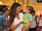 Famosos levam filhos ao teatro para ver 'A Galinha Pintadinha'