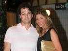 Depois de reestrear peça, Marcelo Serrado vai com a noiva a show