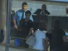Zezé Di Camargo visita Wanessa e o neto na maternidade