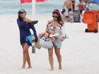 Fernanda Paes leme joga Frescobol e mostra corpão e tatuagem na praia