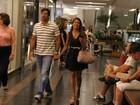 Nívea Stelmann vai a shopping com namorado