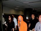 Robert Downey Jr. desembarca no Rio e segue para hotel