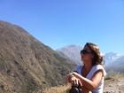 Ex-BBB Thati Bione curte férias em família no Chile