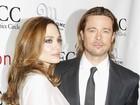 Ainda de bengala, Brad Pitt recebe prêmio de melhor ator