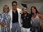 Carla Perez posa com Xanddy nos bastidores de show do Harmonia