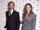 E o sex appel? Angelina Jolie usa sobretudo cinza em première de filme
