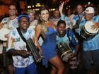 Jaque Khury samba muito no meio de uma rua na Zona Norte do Rio