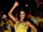 Gracyanne Barbosa exibe pernas musculosas em ensaio de rua