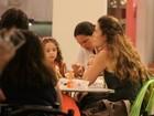 Cláudia Abreu passeia em shopping com filhinho de três meses