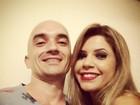 Ex de Renata, do 'BBB12', posta foto com a ex-BBB Cacau na madrugada