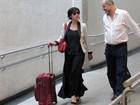 Suzana Pires e Paulo Zulu circulam por aeroporto em São Paulo