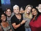 Bruno Gagliasso leva a família a show do Exaltasamba no Rio
