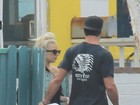 Lady Gaga aproveita dia de folga ao lado do namorado
