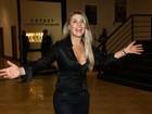 Iris Stefanelli dança hit de Michel Teló em pré-estreia de musical