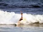 Rodrigo Hilbert pega onda em praia carioca