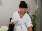 Vanessa Giácomo faz tratamentos de beleza em clínica de estética