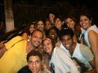 Daniela Mercury ganha surpresa de fãs durante gravações na Bahia