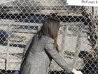 Sandra Bullock leva o filho à escola em Los Angeles