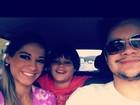 Ex-BBB Mayra Cardi leva filho a parque de diversões