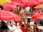 Jade Barbosa exibe abdômen sarado em dia de praia com amigos