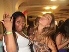 Sabrina Sato e musa plus-size do Salgueiro sambam juntas em festa